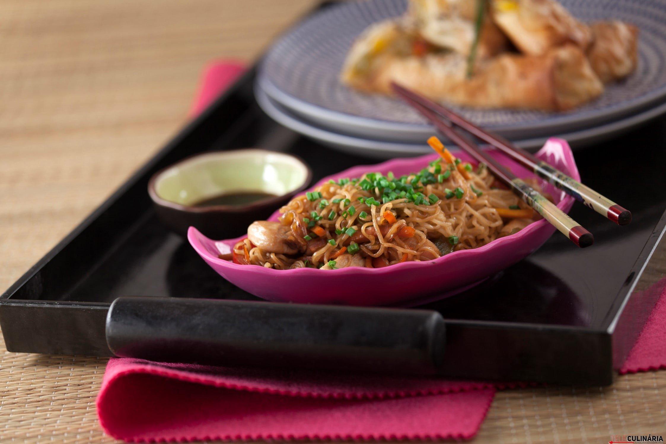 Noodles com Frango e Legumes TC_004 (Custom)