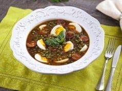 Ervilhas estufadas com chouriço e ovos