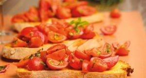 Bruschettas de alho com tomate-cereja