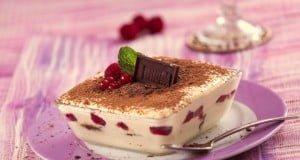 Tiramisu de frutos vermelhos e chocolate