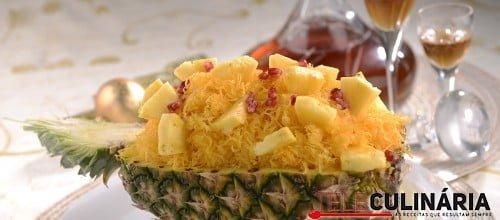 Ananás com fios de ovos