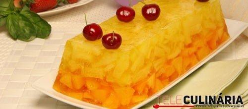 Aspic de ananás e pêssego
