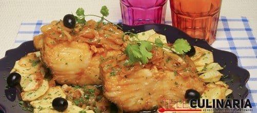 Bacalhau frito em cebolada
