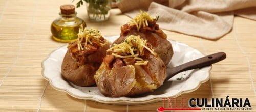 Batatas recheadas com salsichas