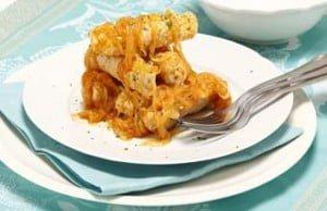 Bifes de peru com cebolada de laranja e mostarda