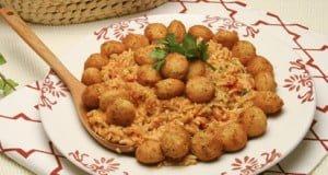 Bolinhos de bacalhau com arroz de tomate