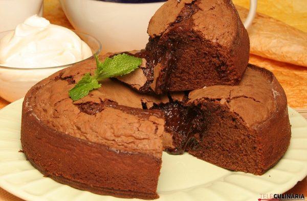 Bolo mousse de chocolate com natas