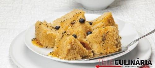 Bolo de pão ralado em banho-maria com geleia