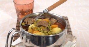Carne de panela com cenourinhas e batatas