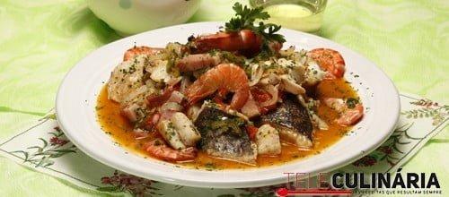 """""""Cataplana"""" de peixe e marisco"""