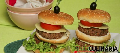 Cheeseburguers de carne e bacon