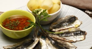 Costeletas de sardinha com molho à espanhola
