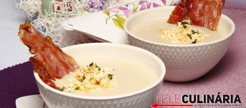 Creme de feijão branco com ovos e presunto
