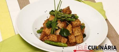 Cubinhos de tofu com sésamo e molho shoyo