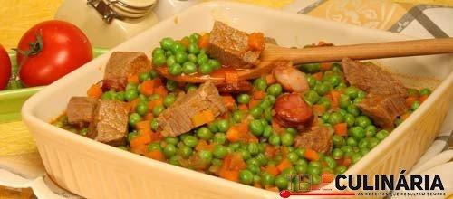 Ervilhas estufadas com carne e chouriço