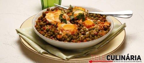 Ervilhas estufadas com ovos