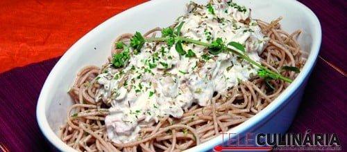 Esparguete integral com creme de atum e cogumelos