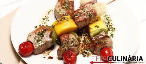 Espetos de carne com manga