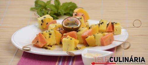 Espetadas de fruta exótica