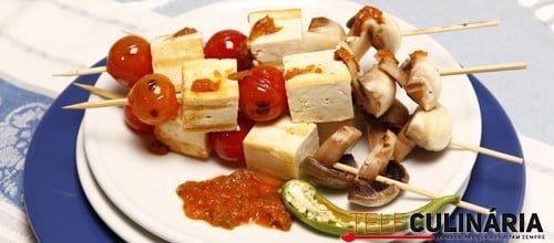 Espetadas de tofu e cogumelos com molho picante 3 Detalhe
