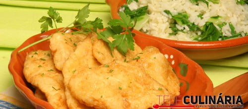 Filetes de pescada panados com arroz de couve