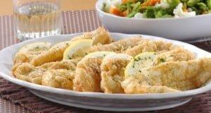 Filetes de pescada panados com macedónia