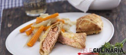 Folhado de salmão com funcho e cenoura