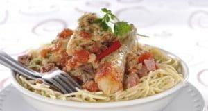 Frango guisado com esparguete