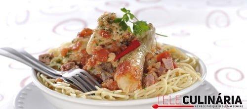 Frango guisado com esparguete 1 D