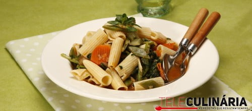 Legumes estufados com macarrão