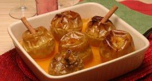 Maçãs assadas com molho de citrinos
