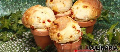 """""""Manjericos"""" de pão com chouriço"""