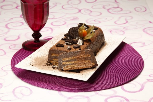 Marquise de bolacha e chocolate