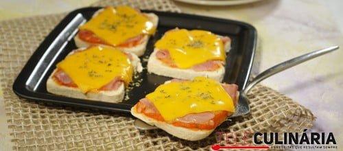 Mini pizzas em pão de forma