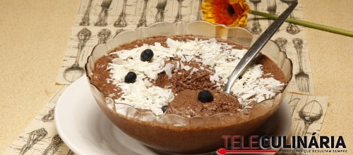 Mousse de bolo de chocolate e brandy