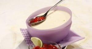 Mousse de chocolate branco com acepipe de morango