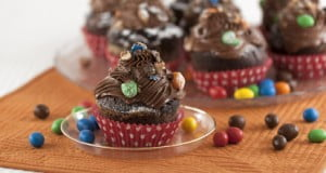 Muffins de chocolate coloridos