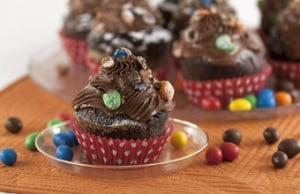 Muffins de chocolate coloridos