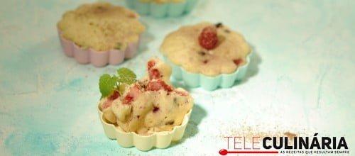 Muffins de morango e pepitas de chocolate