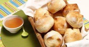 Pão-de-leite caseiro com geleia de maçã