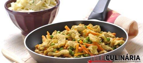 Peito de frango salteado com legumes 2 D