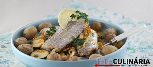 Peixe-espada no forno com legumes