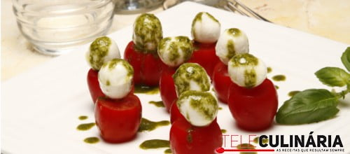 Profitroles de tomate mozzarella e molho pesto 12