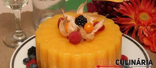 Pudim de manga com queijo branco e frutos do bosque