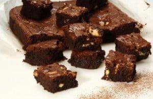 Quadrados de chocolate branco e preto