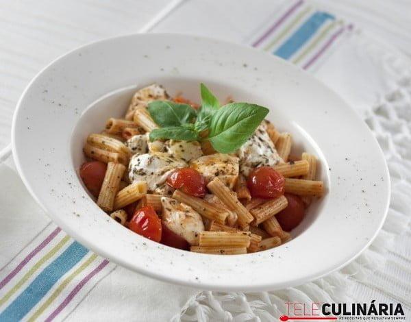 RF Salada de Pene Tomate e Mozzarella TC 010