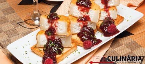 Rodelas de queijo fritas com frutos vermelhos 3500 220