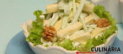 Salada de aipo com queijo e nozes