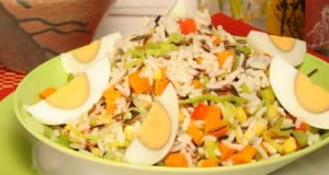 Salada de arroz selvagem