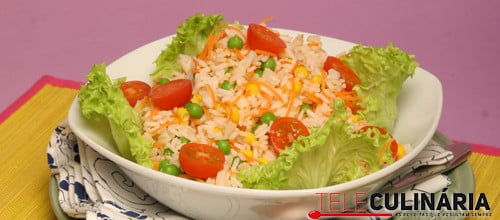 Salada colorida de arroz